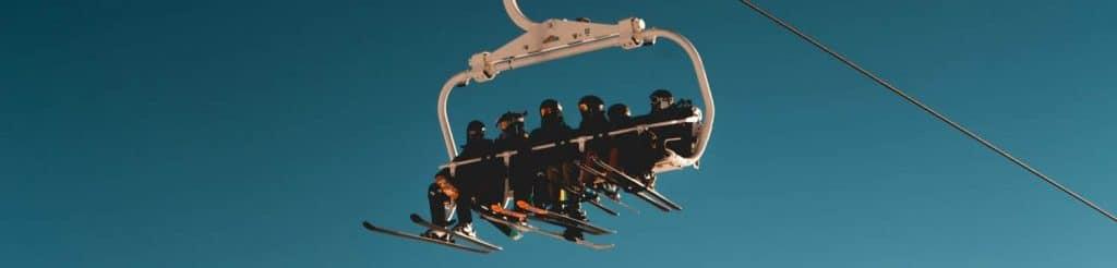 How do ski straps work?